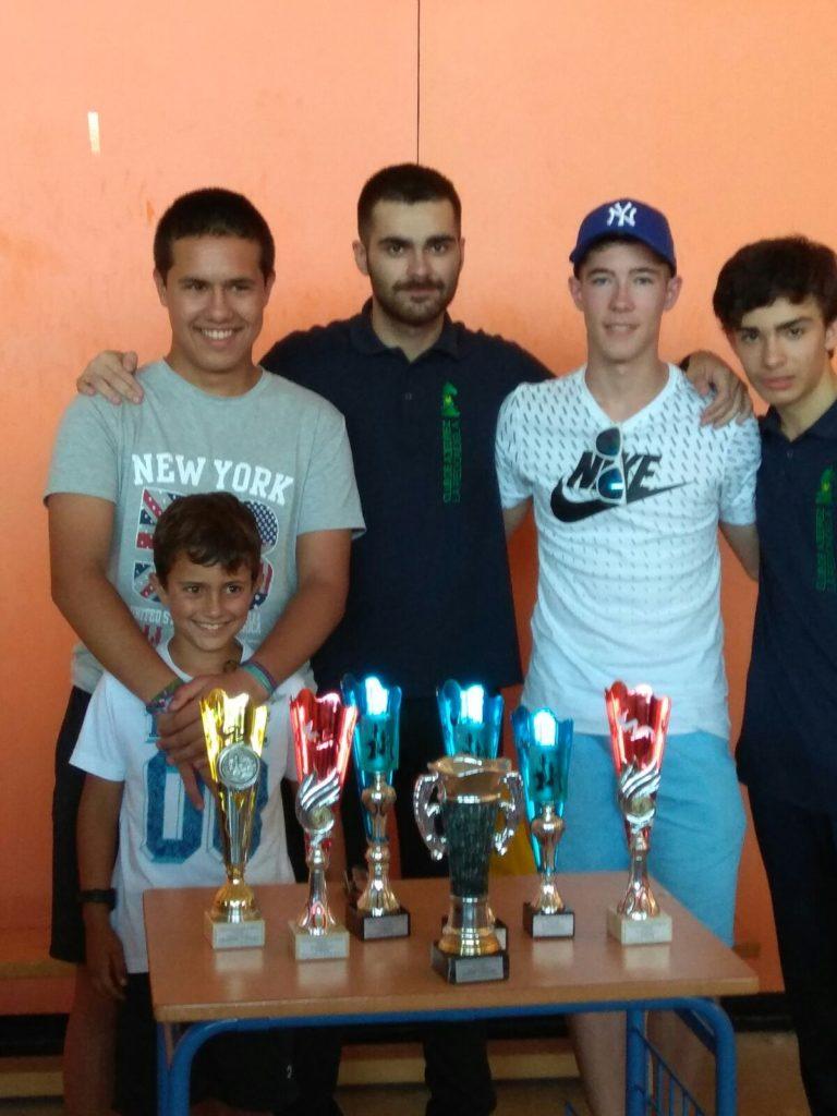 Los Ajedrecistas del Club La Redondela, Kevin Irala, Adolfo de la Rosa y Jairo Samuel. Campeones de Huelva