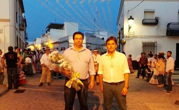 El ayuntamiento de Isla Cristina ofrenda con flores a la Virgen de La Esperanza