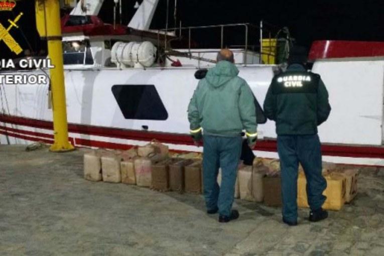 Cuatro detenidos en un pesquero cargado de hachís