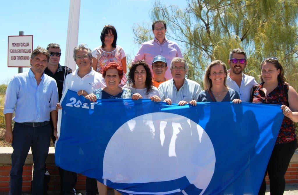 Izada las dos Banderas Azules isleñas y la de Ecoplaya 2017