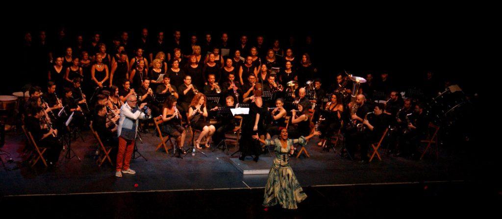 Isla Cristina acogió Música y Duende', un espectáculo a beneficio de la banda de música isleña
