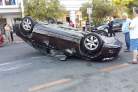 Vuelco de un vehículo en la avenida Federico Silva Muñoz de Isla Cristina