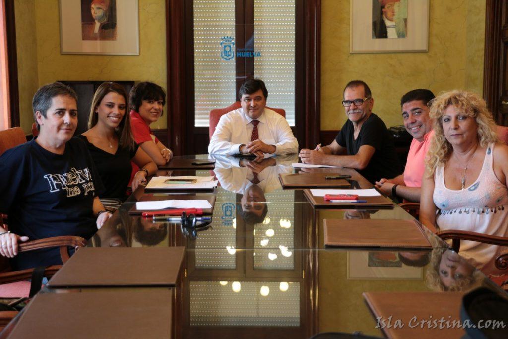 El alcalde de Huelva recibe a la nueva junta directiva de la FOPAC