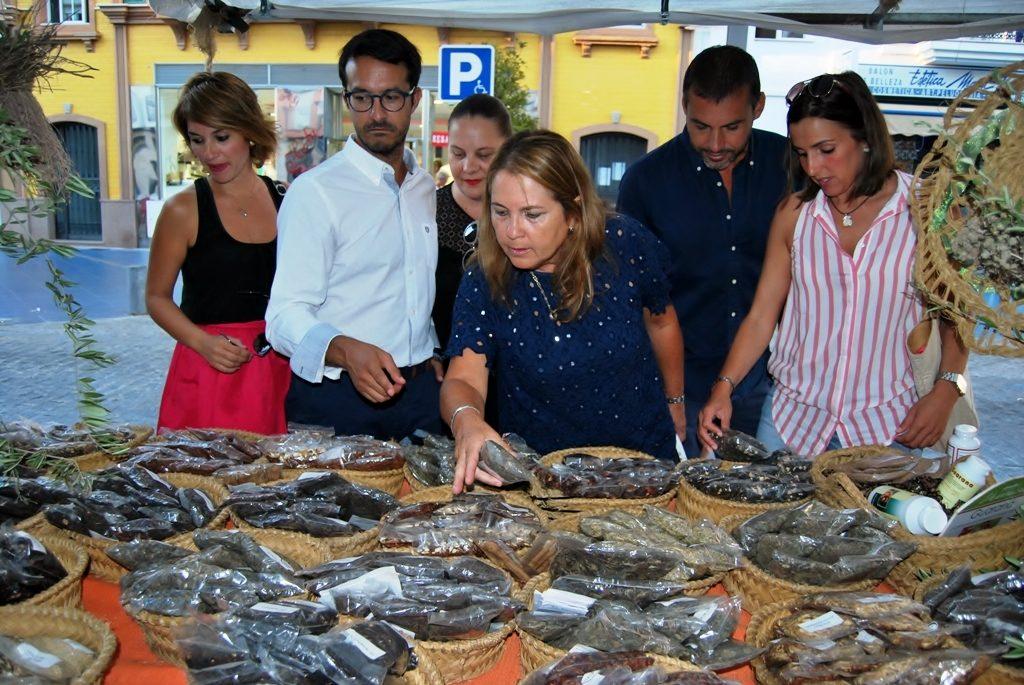 El Mercado Marinero de Isla Cristina atrae a multitud de isleños y turistas
