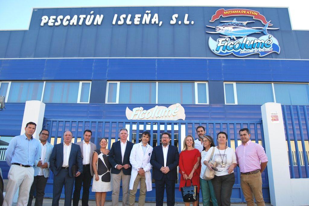 El Consejero de Agricultura y Pesca visita empresas isleñas y se reúne con el Sector del Cerco