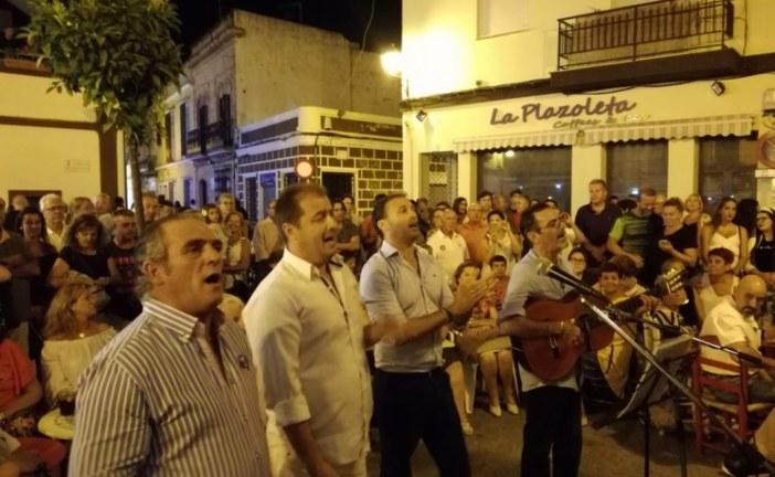 El Grupo Hinojos le Canta al Simpecado de la Hdad. del Rocío de Isla Cristina