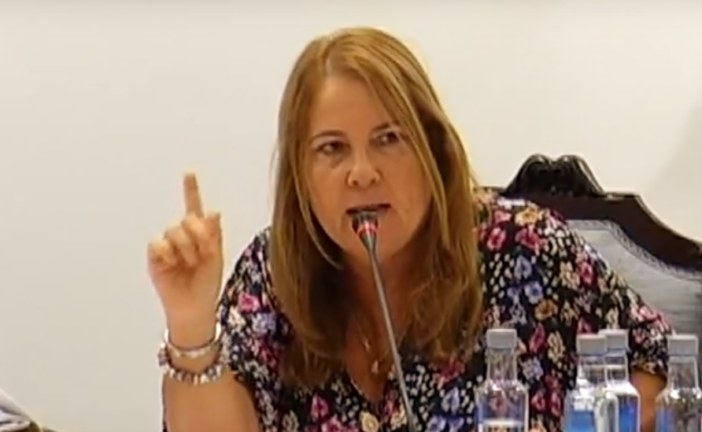 Expulsada del Pleno de Isla Cristina la ex alcaldesa por insultos a la actual