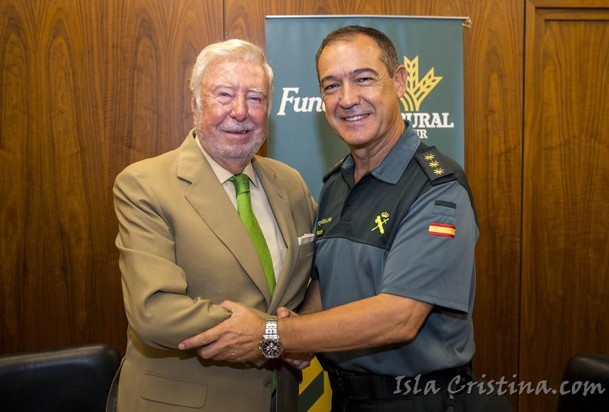 Fundación Caja Rural del Sur colabora con la Guardia Civil de Huelva en los actos del 12 de Octubre