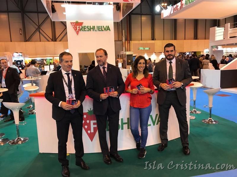 Interfresa agota en Fruit Attraction el fresetario de 'Fresas de Europa' con Manuel Carrasco y Alma Obregón