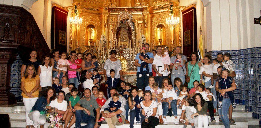 Ofrenda de Flores y Alimentos de los niños isleños a la Virgen del Rosario