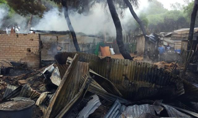 Incendio junto al cementerio de Isla Cristina