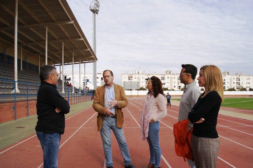 Medio millar de escolares juegan al baloncesto en Isla Cristina y se recibe al Diputado Provincial de Deportes