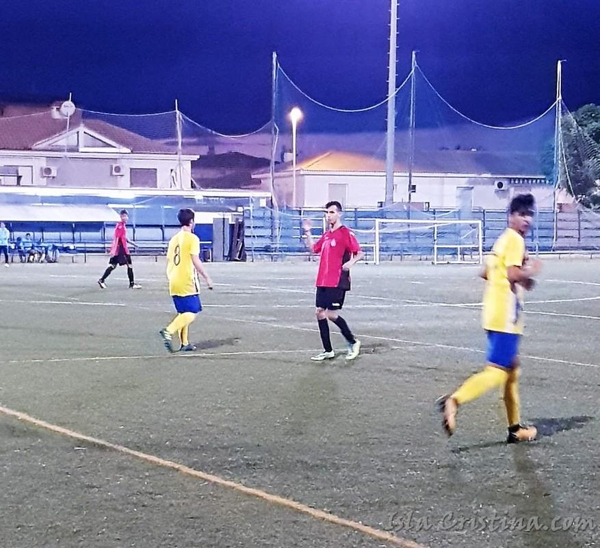 Magnifico partido del Isla Cristina juvenil en Punta Umbría