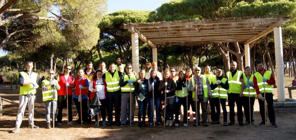 Más de 200 Voluntarios participan en Isla Cristina en la Campaña de Limpieza del Pinar