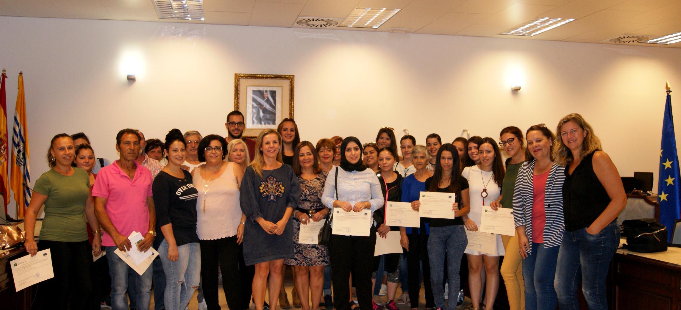 Entregadas en Isla Cristina las certificaciones de los Programas Emple@ Joven y Emple@ +30 de la Junta