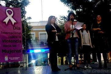 Concentración contra la Violencia Contra las Mujeres en Isla Cristina