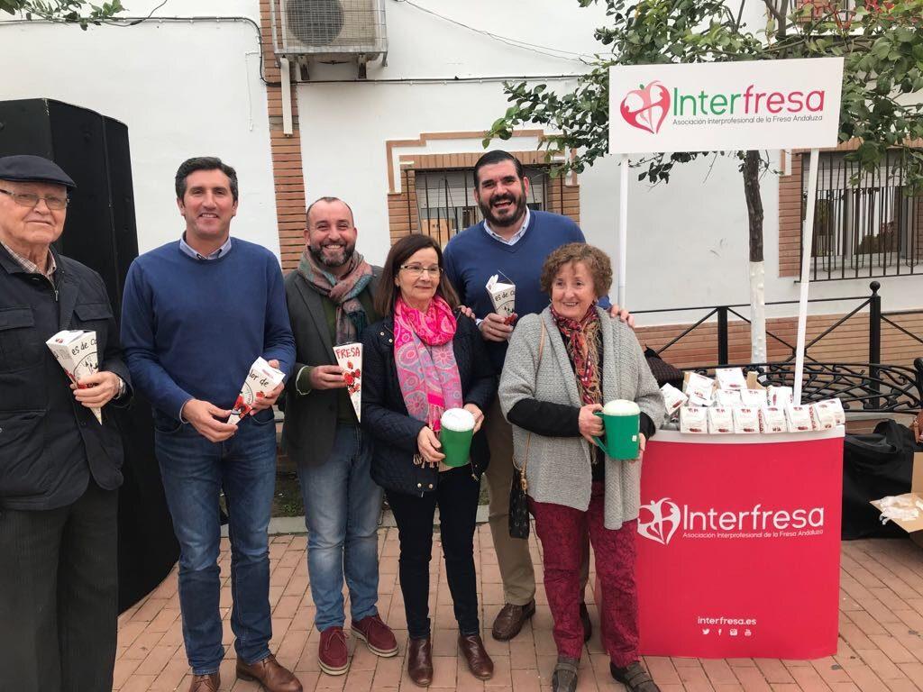 Interfresa y AECC reciben el apoyo de muchas personas a la iniciativa solidaria 'Campanadas con fresas'