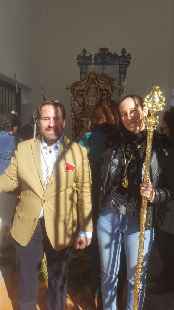 La Hermandad del Rocío de Isla Cristina comparte Santa Misa con la de Paterna del Campo