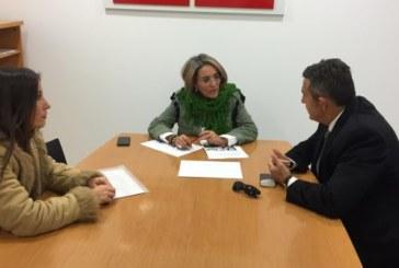 El PSOE de Huelva recibe a la asociación SOS Bebés Robados de la provincia