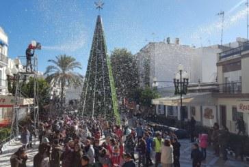 Los escolares disfrutan de la primera gran nevada en Isla Cristina