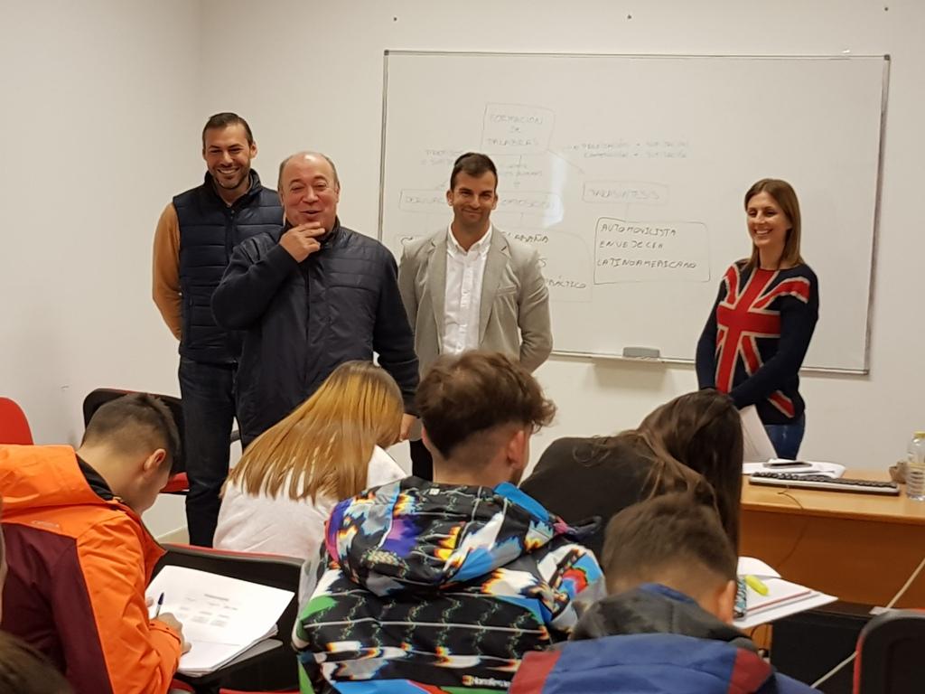 Sesenta alumnos estudian en Isla Cristina para obtener el título de la ESO