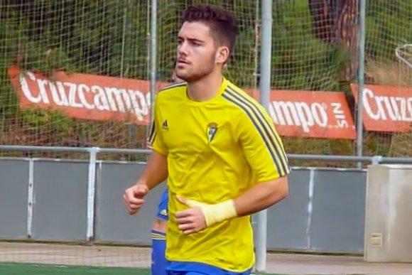 El delantero isleño Adrián Sánchez abandona su sueño de triunfar en el Cádiz CF para ayudar a su familia