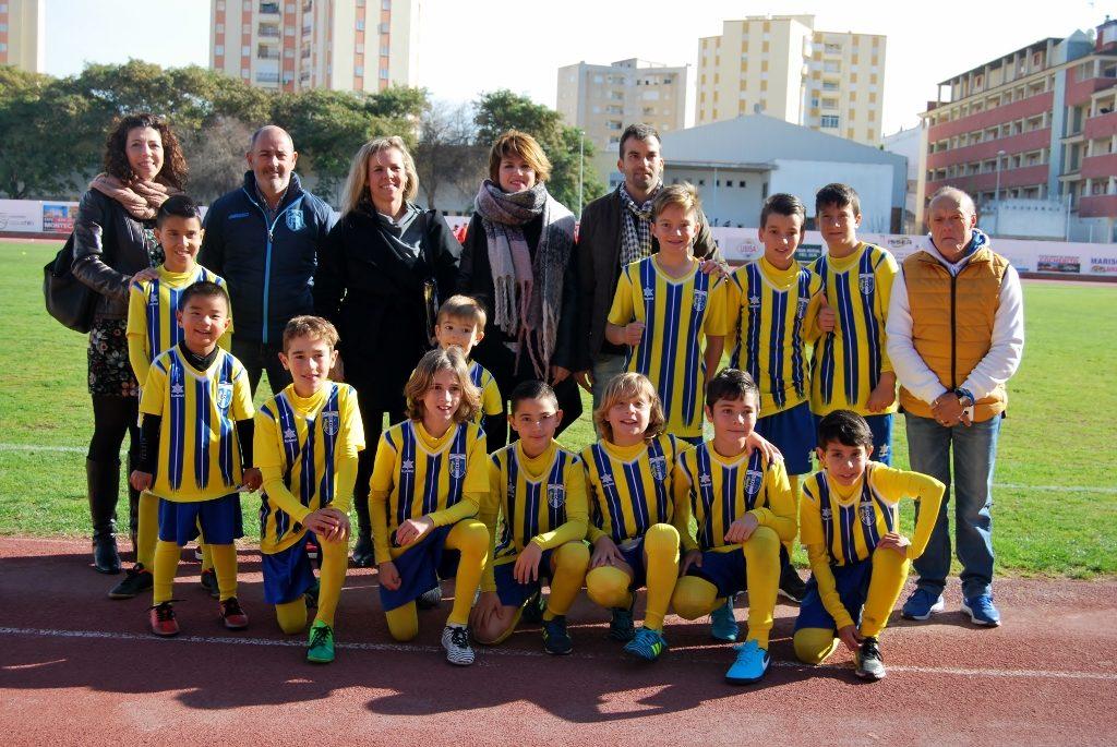 El Isla Cristina FC presenta sus categorías y el senior gana al Cartaya
