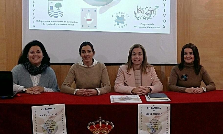 Presentado en Isla Cristina el programa educativo sobre «En Familia y El Mundo»
