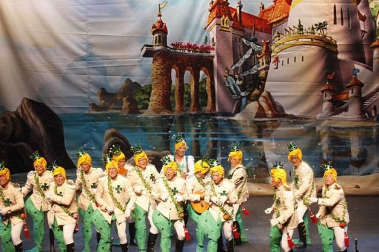 Catorce murgas, nueve comparsas, dos coros y un cuarteto, participan en el Concurso de Carnaval de Isla Cristina 2018