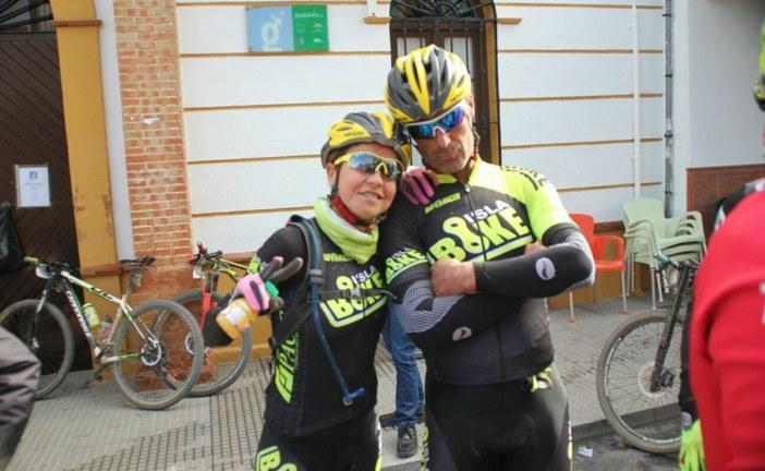 Sobresalientes José Manuel Sirvent Pomares y Raquel Pérez Franco en el «Desafío Andévalo 2 Bikes»