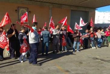 Trabajadores de la lonja de Isla Cristina reivindican sus salarios