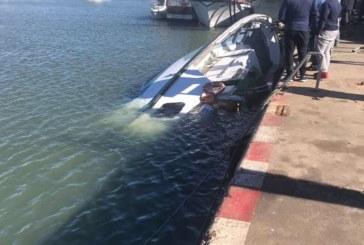 La caída de un 'torito' hunde un pesquero en el Muelle de Isla Cristina