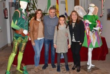 """El pregonero 2017 Manuel González """"Tubito"""", dona su disfraz al Museo del Carnaval isleño"""