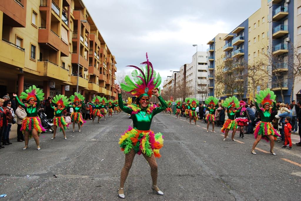 El carnaval de calle tomó el testigo al de teatro en Isla Cristina