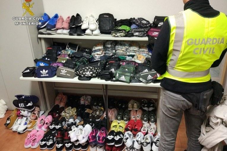 Intervienen prendas falsificadas en el mercadillo de Isla Cristina