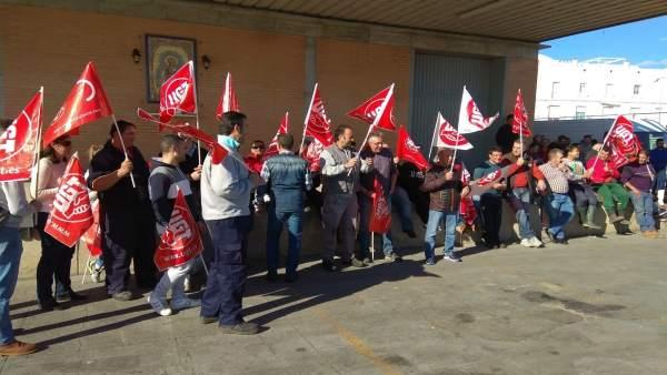"""Los empleados de la lonja de Isla Cristina aprueban convocar una huelga ante """"los impagos"""""""