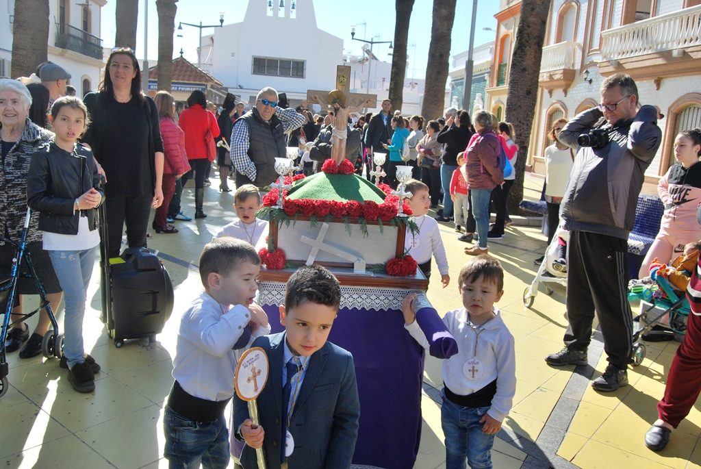 Las Ecuelas Infantiles precesionan por Isla Cristina