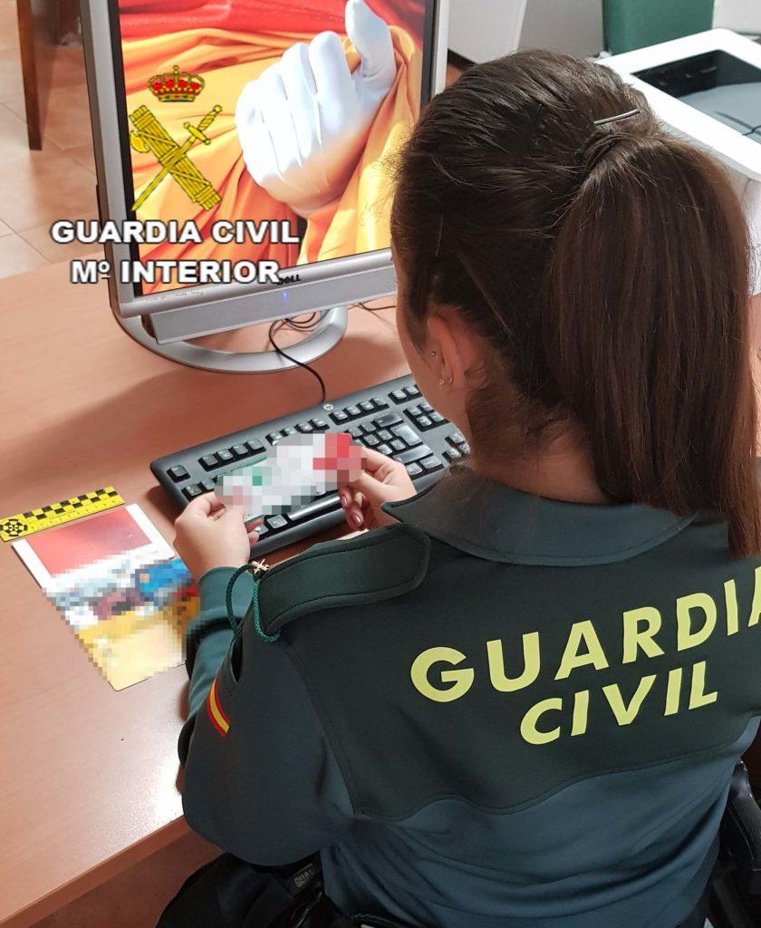 Detenido en Isla Cristina por supuesta usurpación de identidad y retirar 3.000 euros en entidades