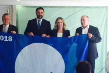 Entregadas las Banderas Azules y los Senderos Azules de Isla Cristina e Islantilla.
