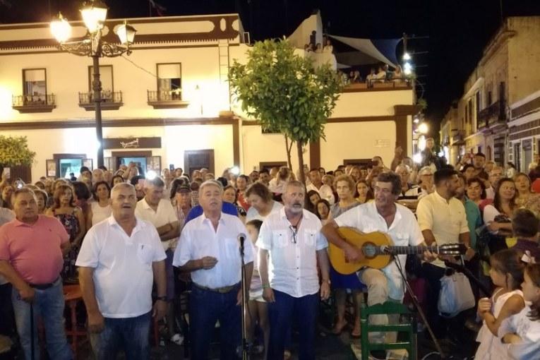 """Mágica noche rociera en isla con la Salve de """"Los Amigos del Poblao»"""