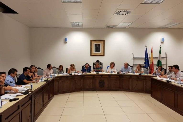 El Pleno del Ayuntamiento isleño pide una solución a la grave situación de la pesquería de la Chirla