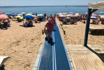 Instalada la primera de las pasarelas en la playa isleña para Personas con Movilidad Reducida