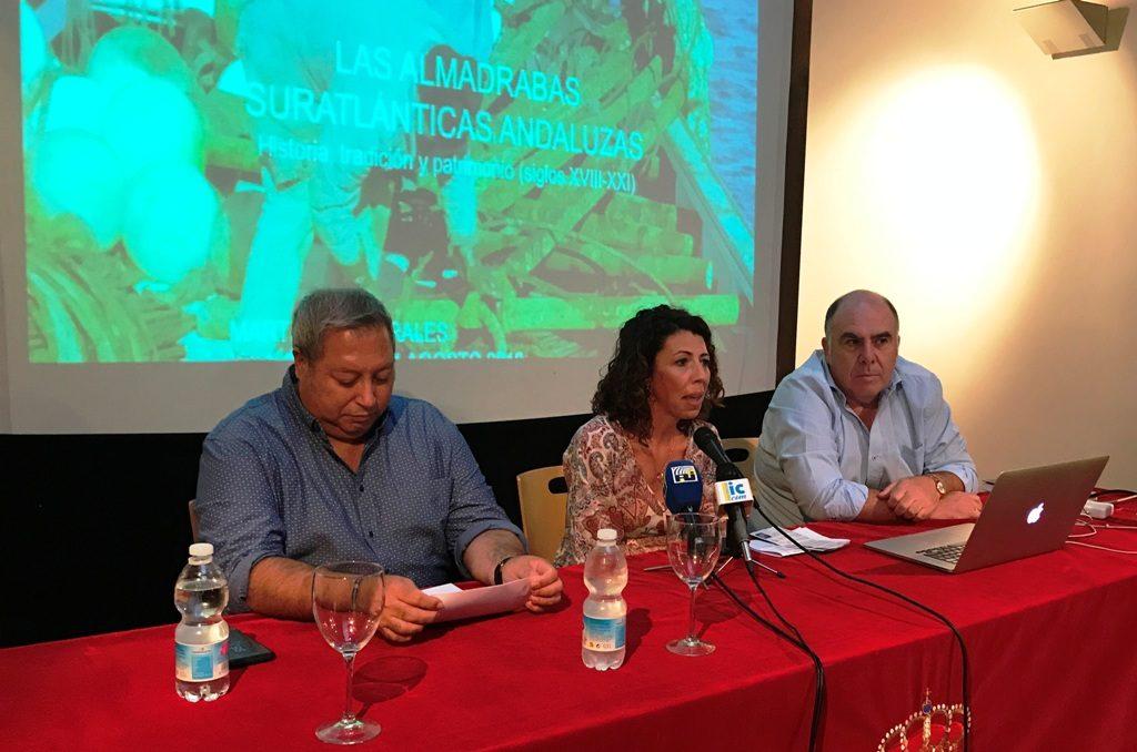 José Antonio López llenó el Patio San Francisco para hablar de almadrabas y atunes