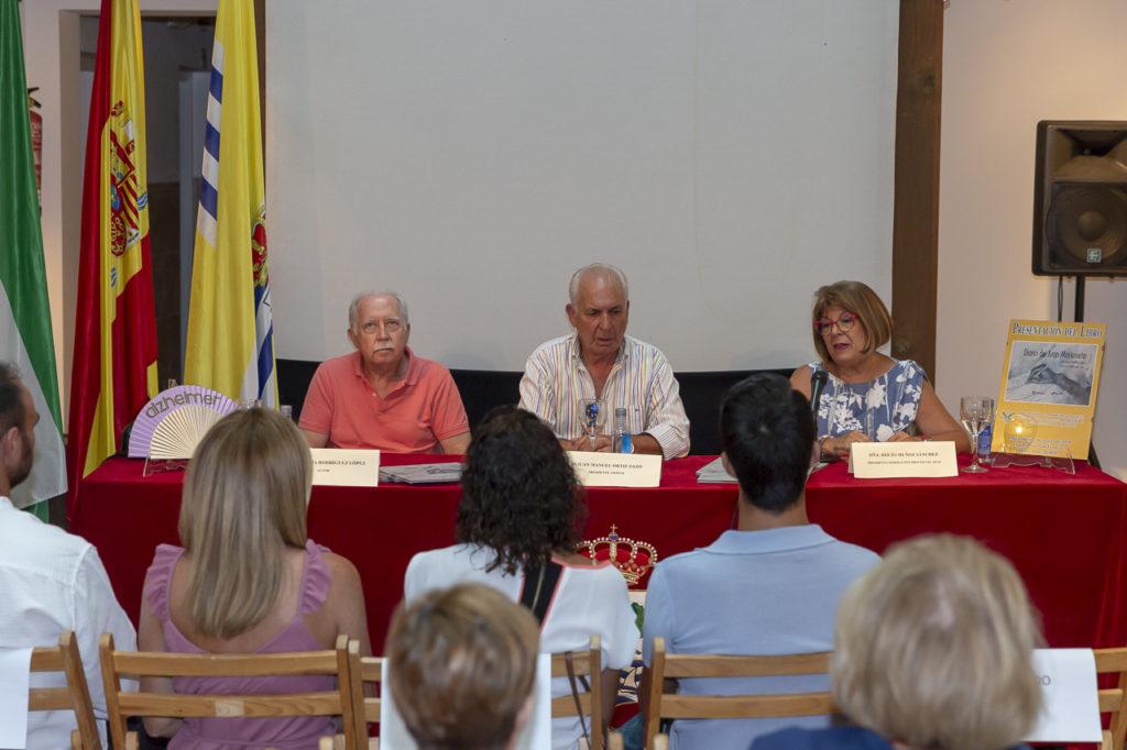 Se presenta en Isla Cristina un libro sobre alzhéimer a beneficio de los enfermos