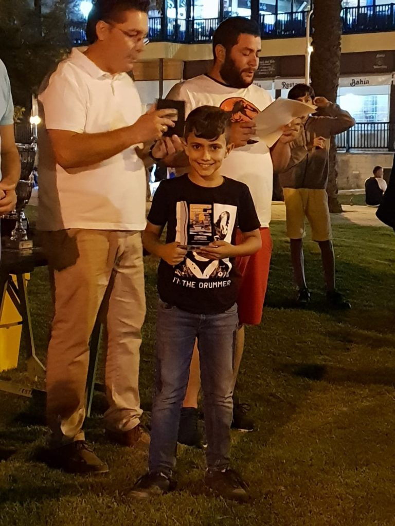 Kevin Irala Campeón sub 10 del III Circuito Nocturno de Ajedrez en la Playa