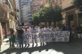 """Vecinos de municipios costeros de Huelva se manifiestan para """"salvar las playas"""""""