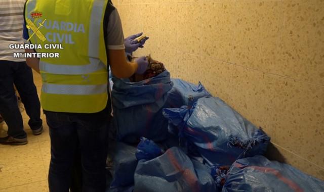 Dos detenidos al interceptar una embarcación con más de 1.000 kilos de hachís