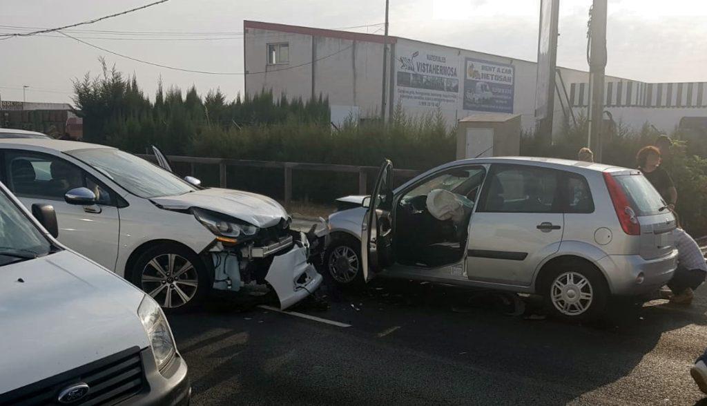 Varios heridos tras colisionar dos vehículos en la carretera de Pozo del Camino