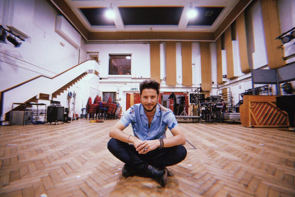 Manuel Carrasco graba su nuevo disco en los míticos Abbey Road de Londres