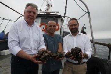 La Junta de Andalucía respalda la apuesta de la empresa 'Mejillones de Isla' por la acuicultura